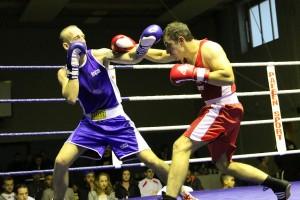 Murad Gasanov (rot) punktet gegen Terry Cramer