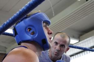 Roman Martin, Boxring Essen bekommt die Anweisungen für die letzte Runde