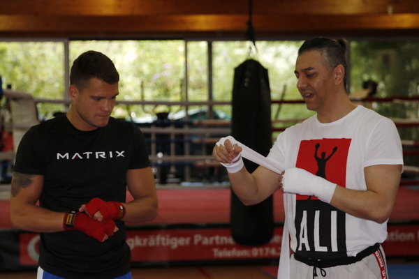 Timo und Trainer Yoshi Avci