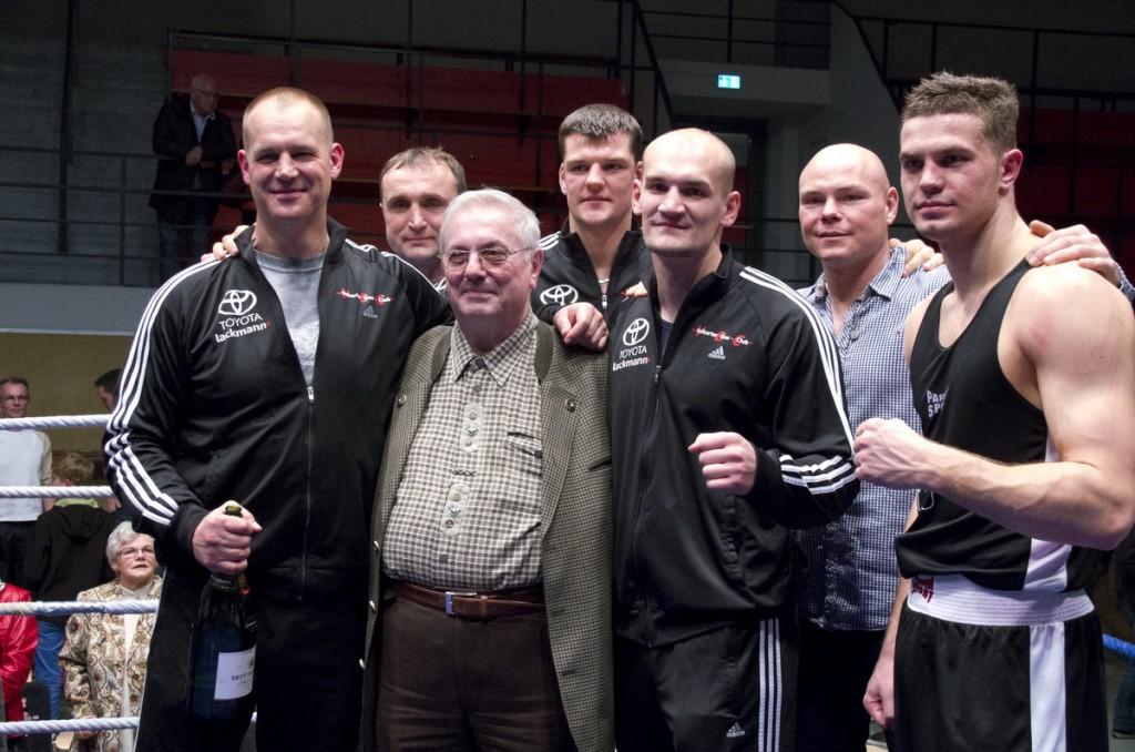 VBC-Macher Hans Gerd Rosik und seine Schwergewichte - v.l. M. Hanke, V. Boot, HG Rosik, S. Sittner, G. Weiss, A. Powernow, R. Fress