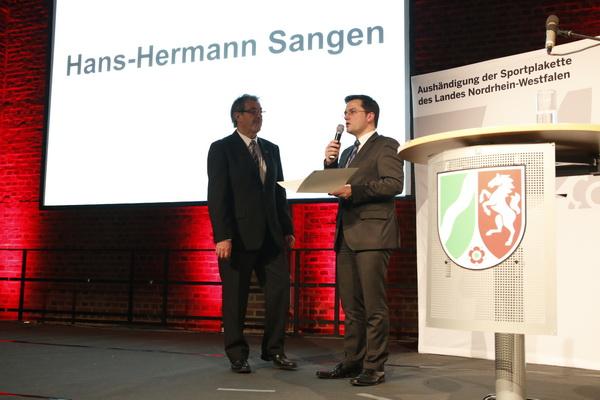 v.l. Hans Herman Sangen und Justizminister Thomas Kutschaty